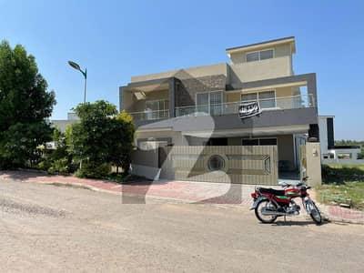 بحریہ ٹاؤن فیز 8 ۔ بلاک اے بحریہ ٹاؤن فیز 8 بحریہ ٹاؤن راولپنڈی راولپنڈی میں 5 کمروں کا 1 کنال مکان 3.95 کروڑ میں برائے فروخت۔