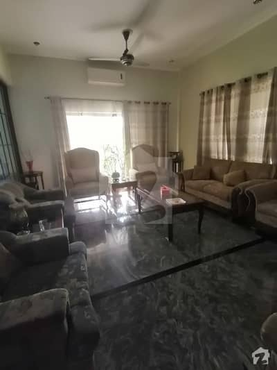 سکھ چین گارڈنز لاہور میں 5 کمروں کا 2.15 کنال مکان 6.5 کروڑ میں برائے فروخت۔