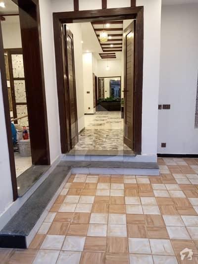 نشیمنِ اقبال فیز 2 نشیمنِ اقبال لاہور میں 5 کمروں کا 10 مرلہ مکان 2.25 کروڑ میں برائے فروخت۔