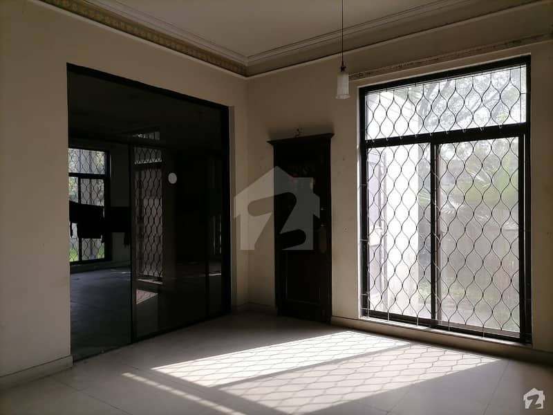 Reasonably-Priced 1 Kanal Upper Portion In LDA Avenue, Lahore Is Available As Of Now