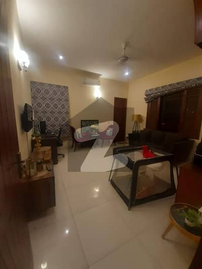 ڈی ایچ اے فیز 8 ڈی ایچ اے کراچی میں 5 کمروں کا 6 مرلہ مکان 1.6 لاکھ میں کرایہ پر دستیاب ہے۔