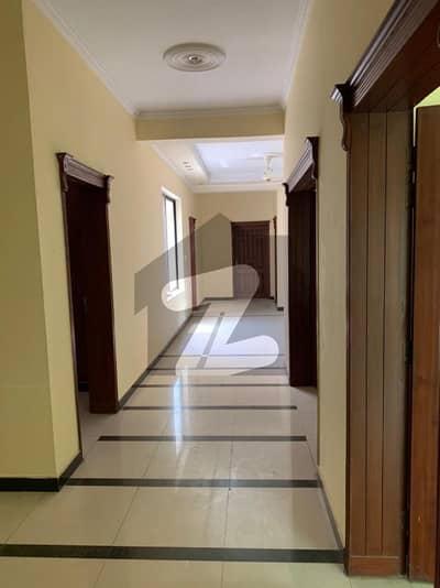 ایف ۔ 11 اسلام آباد میں 7 کمروں کا 16 مرلہ مکان 7.9 کروڑ میں برائے فروخت۔