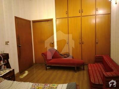 ماڈل ٹاؤن لاہور میں 5 کمروں کا 10 مرلہ مکان 2.72 کروڑ میں برائے فروخت۔