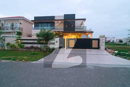 ڈی ایچ اے فیز 6 ڈیفنس (ڈی ایچ اے) لاہور میں 5 کمروں کا 1 کنال مکان 7.3 کروڑ میں برائے فروخت۔