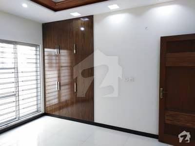 رائیونڈ روڈ لاہور میں 2 کمروں کا 5 مرلہ فلیٹ 18 ہزار میں کرایہ پر دستیاب ہے۔