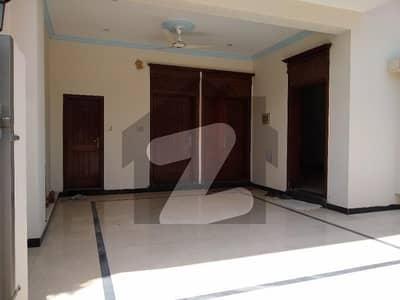 ایف ۔ 17 اسلام آباد میں 6 کمروں کا 8 مرلہ مکان 1.8 کروڑ میں برائے فروخت۔