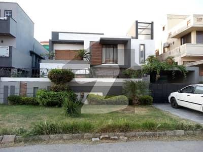 ای ۔ 11 اسلام آباد میں 8 کمروں کا 1 کنال مکان 3 لاکھ میں کرایہ پر دستیاب ہے۔