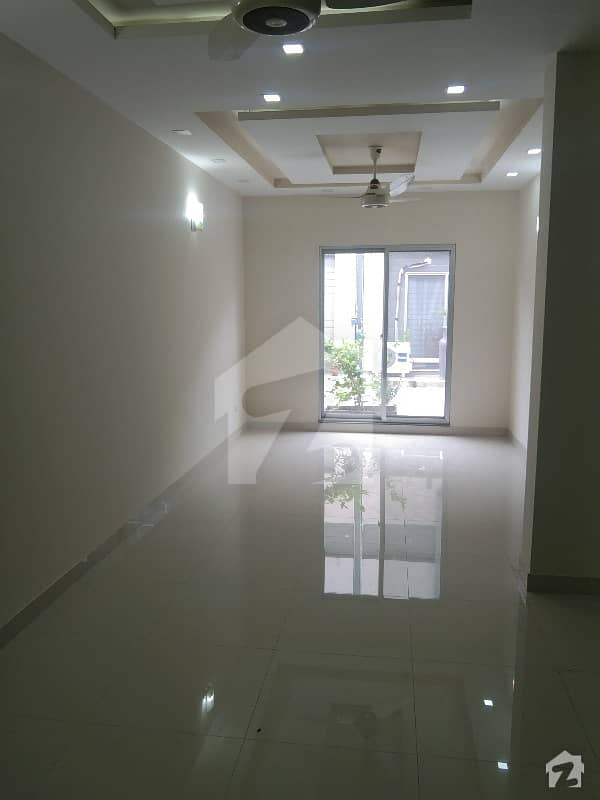 900 Square Feet Spacious House Is Available In Sadaat Town For Rent