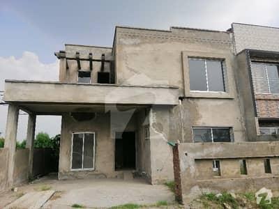 گرینڈ ایوینیوز ہاؤسنگ سکیم لاہور میں 4 کمروں کا 10 مرلہ مکان 1.05 کروڑ میں برائے فروخت۔