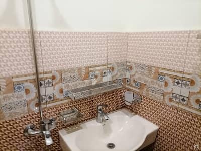نشیمنِ اقبال فیز 2 نشیمنِ اقبال لاہور میں 5 کمروں کا 6 مرلہ مکان 1.37 کروڑ میں برائے فروخت۔