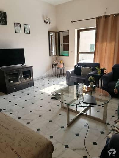 سکھ چین گارڈنز لاہور میں 5 کمروں کا 1 کنال مکان 4.5 کروڑ میں برائے فروخت۔