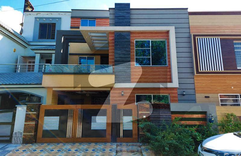بحریہ ٹاؤن ۔ بلاک بی بی بحریہ ٹاؤن سیکٹرڈی بحریہ ٹاؤن لاہور میں 3 کمروں کا 5 مرلہ مکان 1.55 کروڑ میں برائے فروخت۔