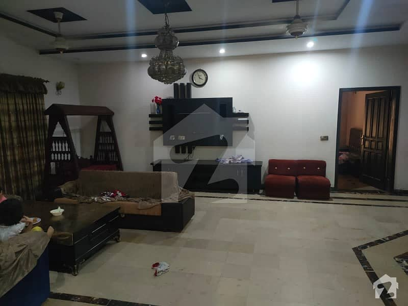 1 Kanal Double Store House 5 Bedroom Tvl Kitchen Vip Location