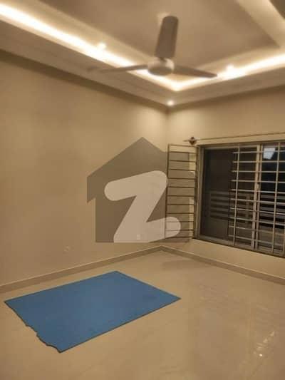 ڈی ۔ 12 اسلام آباد میں 4 کمروں کا 4 مرلہ مکان 2.7 کروڑ میں برائے فروخت۔