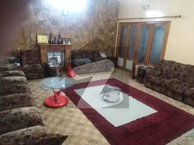 حیات آباد فیز 2 - جے2 حیات آباد فیز 2 حیات آباد پشاور میں 11 کمروں کا 3.25 کنال مکان 25 کروڑ میں برائے فروخت۔