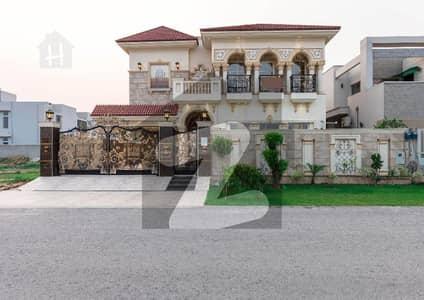 ڈی ایچ اے فیز 6 - بلاک این فیز 6 ڈیفنس (ڈی ایچ اے) لاہور میں 5 کمروں کا 1 کنال مکان 5.7 کروڑ میں برائے فروخت۔