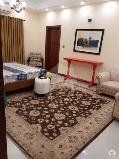ڈی ایچ اے فیز 7 ڈی ایچ اے کراچی میں 7 کمروں کا 1 کنال مکان 9.85 کروڑ میں برائے فروخت۔