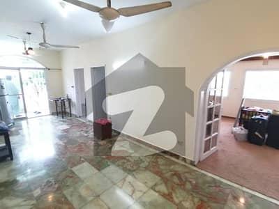 ڈی ایچ اے فیز 2 ڈی ایچ اے کراچی میں 3 کمروں کا 9 مرلہ فلیٹ 1 لاکھ میں کرایہ پر دستیاب ہے۔