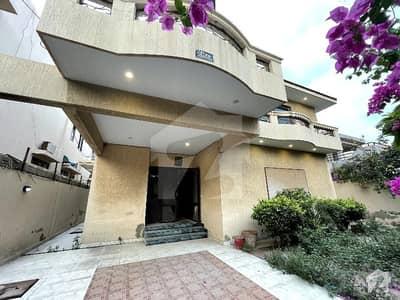 ڈی ایچ اے فیز 6 ڈی ایچ اے کراچی میں 5 کمروں کا 1 کنال مکان 9 کروڑ میں برائے فروخت۔