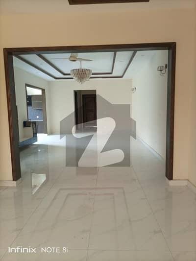 فیڈریشن ہاؤسنگ سوسائٹی - او-9 نیشنل پولیس فاؤنڈیشن او ۔ 9 اسلام آباد میں 8 کمروں کا 1 کنال مکان 3.9 کروڑ میں برائے فروخت۔