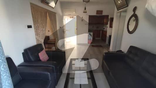 کلفٹن ۔ بلاک 4 کلفٹن کراچی میں 2 کمروں کا 5 مرلہ فلیٹ 2.7 کروڑ میں برائے فروخت۔