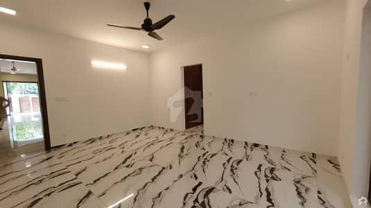 ایف ۔ 8 اسلام آباد میں 7 کمروں کا 1.3 کنال مکان 25 کروڑ میں برائے فروخت۔