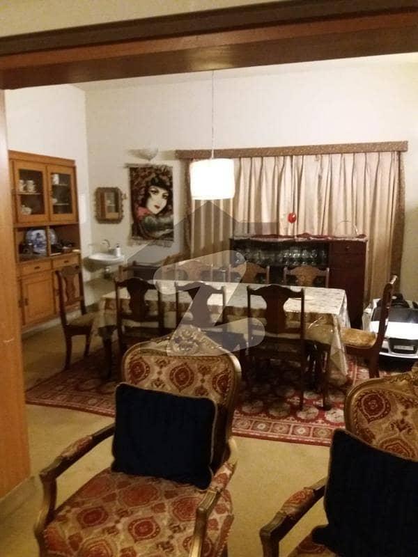 ایف ۔ 11 اسلام آباد میں 6 کمروں کا 1 کنال مکان 8.6 کروڑ میں برائے فروخت۔