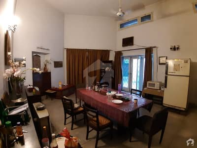 Model Town House Sized 1 Kanal Is Available