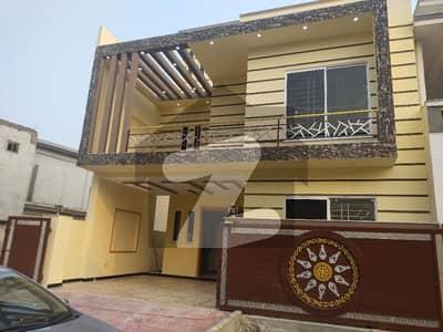 سی بی آر ٹاؤن فیز 1 سی بی آر ٹاؤن اسلام آباد میں 5 کمروں کا 8 مرلہ مکان 2.3 کروڑ میں برائے فروخت۔