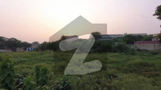 ملتان روڈ لاہور میں 8.25 کنال کمرشل پلاٹ 28.88 کروڑ میں برائے فروخت۔