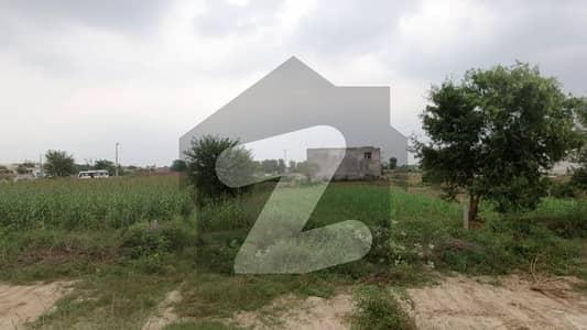 فارمانئیٹس ہاؤسنگ سکیم لاہور میں 8 مرلہ کمرشل پلاٹ 1.25 کروڑ میں برائے فروخت۔