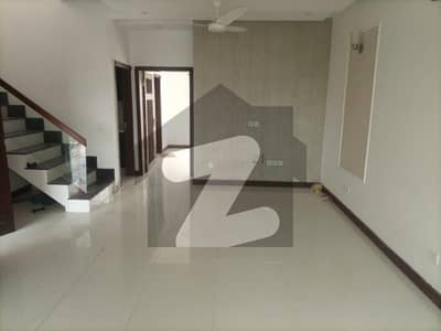 ڈی ایچ اے 9 ٹاؤن ۔ بلاک اے ڈی ایچ اے 9 ٹاؤن ڈیفنس (ڈی ایچ اے) لاہور میں 3 کمروں کا 4 مرلہ مکان 70 ہزار میں کرایہ پر دستیاب ہے۔