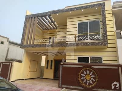 سی بی آر ٹاؤن فیز 1 - بلاک ڈی سی بی آر ٹاؤن فیز 1 سی بی آر ٹاؤن اسلام آباد میں 5 کمروں کا 8 مرلہ مکان 2.3 کروڑ میں برائے فروخت۔