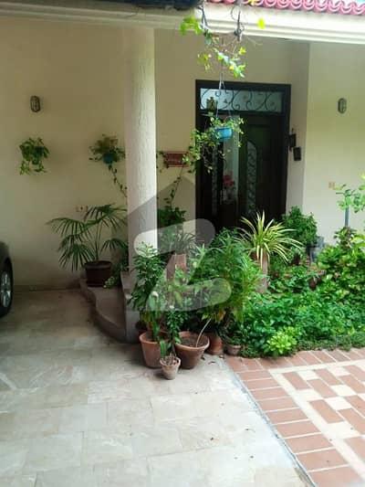 ڈی ایچ اے فیز 7 ڈی ایچ اے کراچی میں 5 کمروں کا 1 کنال مکان 9.75 کروڑ میں برائے فروخت۔