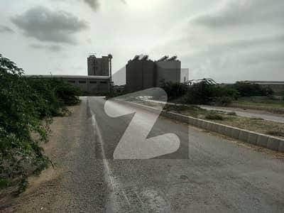 پورٹ قاسم بِن قاسم ٹاؤن کراچی میں 80 کنال صنعتی زمین 70 کروڑ میں برائے فروخت۔