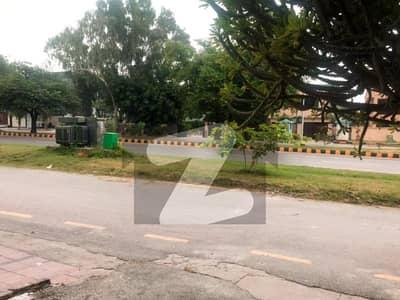 Main Agha Khan Road F-6 3 House Is For Sale