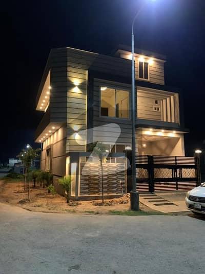 ڈی سی کالونی - ساون بلاک ڈی سی کالونی گوجرانوالہ میں 4 کمروں کا 5 مرلہ مکان 1.75 کروڑ میں برائے فروخت۔