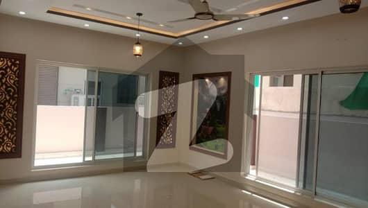 بحریہ ٹاؤن فیز 4 بحریہ ٹاؤن راولپنڈی راولپنڈی میں 5 کمروں کا 10 مرلہ مکان 3.2 کروڑ میں برائے فروخت۔