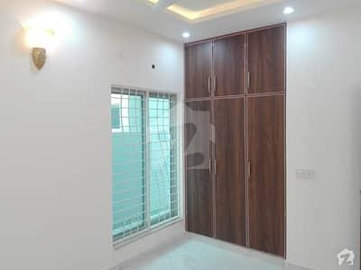 سینٹرل پارک ہاؤسنگ سکیم لاہور میں 5 کمروں کا 10 مرلہ مکان 1.9 کروڑ میں برائے فروخت۔