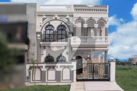 ڈی ایچ اے 9 ٹاؤن ڈیفنس (ڈی ایچ اے) لاہور میں 5 مرلہ مکان 2.1 کروڑ میں برائے فروخت۔