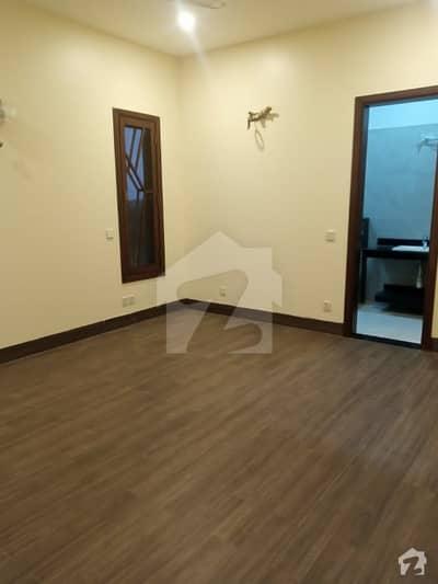 ڈی ایچ اے فیز 8 ڈی ایچ اے کراچی میں 3 کمروں کا 1 کنال بالائی پورشن 1.5 لاکھ میں کرایہ پر دستیاب ہے۔