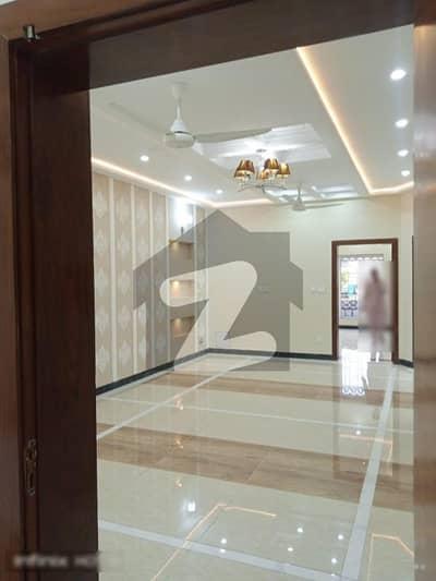 بحریہ ٹاؤن فیز 3 بحریہ ٹاؤن راولپنڈی راولپنڈی میں 5 کمروں کا 10 مرلہ مکان 3.25 کروڑ میں برائے فروخت۔