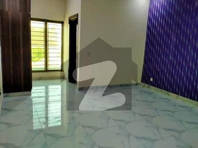 بحریہ ٹاؤن فیز 8 ۔ بلاک آئی بحریہ ٹاؤن فیز 8 بحریہ ٹاؤن راولپنڈی راولپنڈی میں 6 کمروں کا 10 مرلہ مکان 90 ہزار میں کرایہ پر دستیاب ہے۔