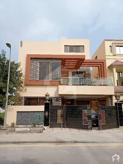 روز گارڈن بحریہ ٹاؤن لاہور میں 5 کمروں کا 8 مرلہ مکان 2.7 کروڑ میں برائے فروخت۔