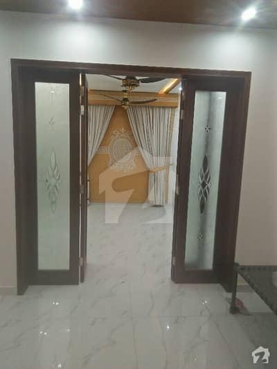 سبزہ زار سکیم لاہور میں 5 کمروں کا 5 مرلہ مکان 1.5 کروڑ میں برائے فروخت۔