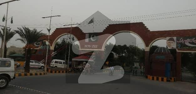 ازمیر ٹاؤن ۔ بلاک ڈی ازمیر ٹاؤن لاہور میں 1 کنال رہائشی پلاٹ 2.4 کروڑ میں برائے فروخت۔