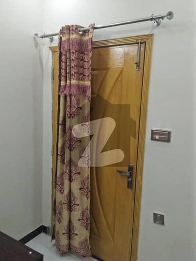 ائیرپورٹ روڈ لاہور میں 3 کمروں کا 5 مرلہ بالائی پورشن 30 ہزار میں کرایہ پر دستیاب ہے۔