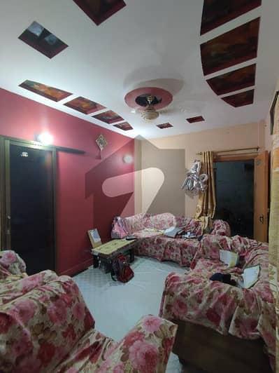 کریم آباد گلبرگ ٹاؤن کراچی میں 2 کمروں کا 4 مرلہ فلیٹ 42 لاکھ میں برائے فروخت۔