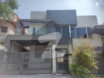 ای ۔ 11 اسلام آباد میں 8 کمروں کا 1 کنال مکان 11 کروڑ میں برائے فروخت۔