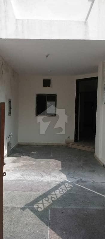 ایڈن لین ولاز 2 ایڈن لاہور میں 2 کمروں کا 5 مرلہ فلیٹ 24 ہزار میں کرایہ پر دستیاب ہے۔